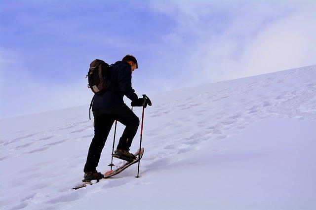 ascension avec raquettes de neige