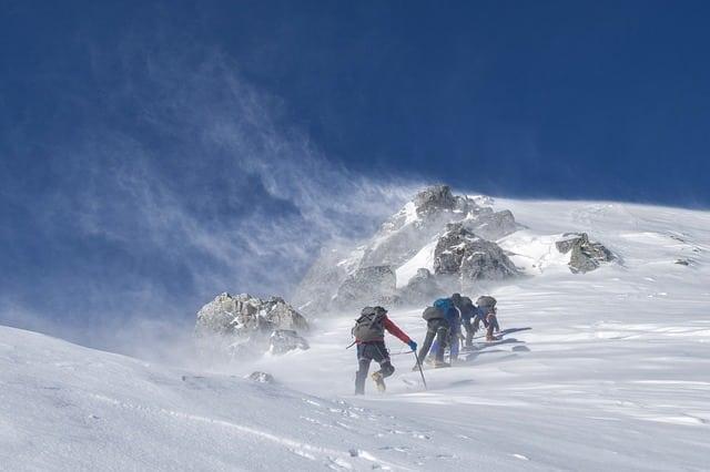 alpinisme dans la neige