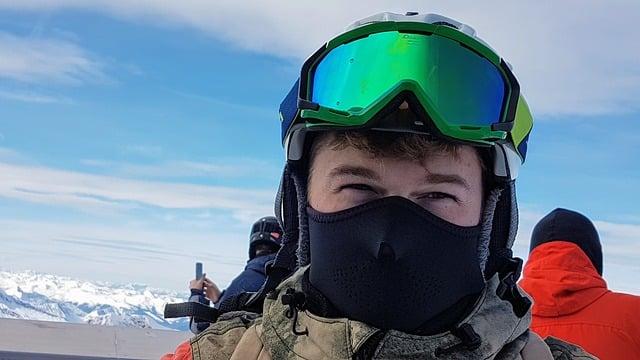 skieur avec un masque de ski