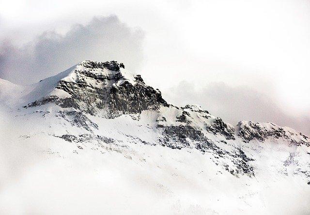 montagne enneigé